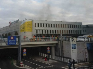 160322081544_bruselas_aeropuerto_explosion_624x460_ap
