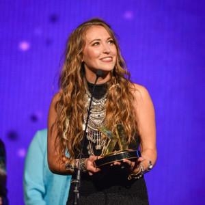 lauren-daigle-wins-at-2016-k-love-fan-awards